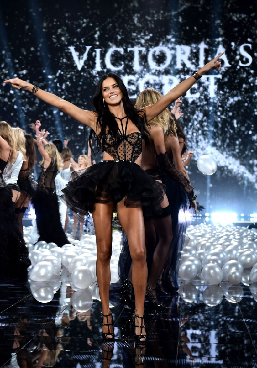 adriana-lima-2014-victoria-s-secret-fashion-show-runway-in-london_1.jpg